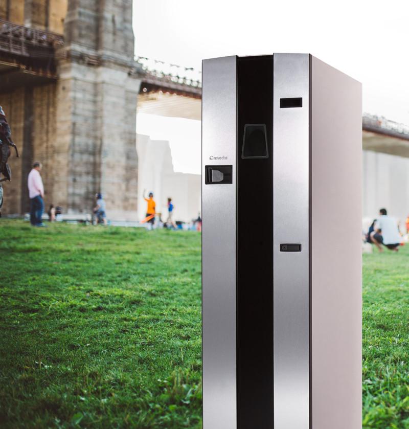 Becher-Rücknahmeautomat im Park